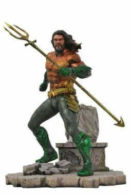 Diamond Select Toys DC Movie Gallery Aquaman PVC Diorama Fig